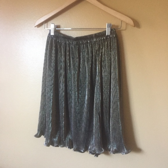 no tag // vintage Dresses & Skirts - Vtg Ruffle pleated metallic gold and black skirt